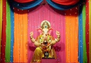 Ganpati Decoration Ideas Colorful Dupattas Chunri Ganpati Decoration-300x209